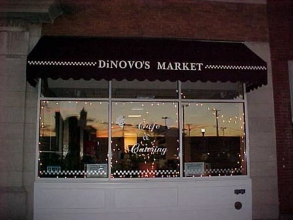 Custom logo and window graphics for DiNOVOS MARKET